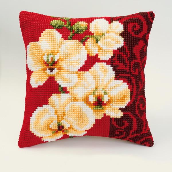 Белая орхидея на красном